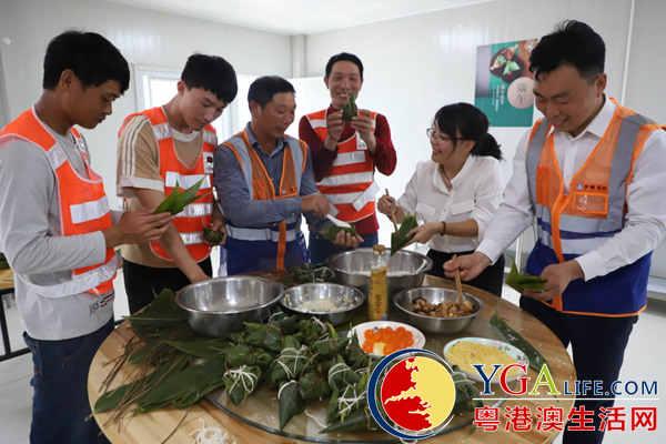 """体验中国传统文化 劳动者深圳湾""""棕""""情过端午"""
