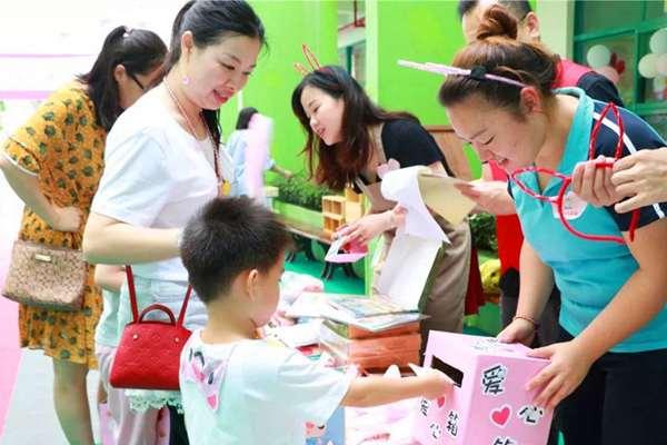 """海丽达新港鸿幼儿园:用爱心义卖传递""""娃公益""""力量"""