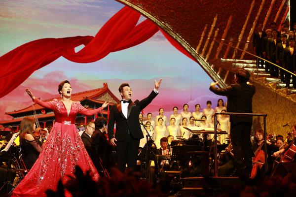 """""""深圳大学生合唱团""""首秀 唱响《我和我的祖国》"""