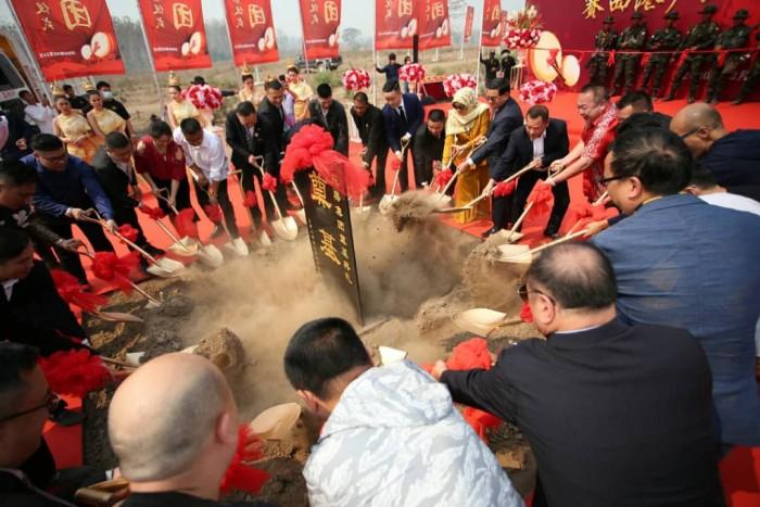 尹国驹近日现身缅甸苗瓦底东美集团赛西港产业园区奠基仪式
