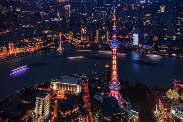 东方明珠首场3D灯光秀亮相 必胜客中国庆祝入华30周年